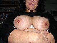 Scharfe Hausfrau mit sch�nen dicken Titten