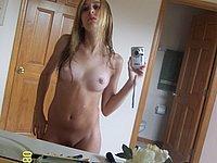 Geiles Mädchen (18) mit leckerer feuchter Muschi