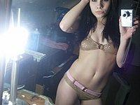 Sexy M�dchen fotografiert sich selbst nackt