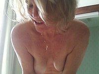 Reife Blondine nackt fotografiert