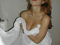 Junge h�bsche Frau von nebenan freiz�gig fotografiert