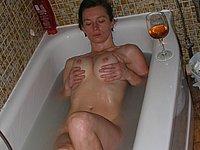 Sexy Kurven in der Badewanne