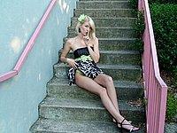 Sehr schlanke Blondine nackt