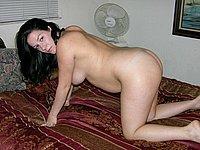 Schwangere junge Frau nackt fotografiert