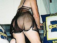 Sexy Hausfrau nackt fotografiert