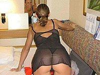 Reife Frau (39) splitternackt auf der Couch