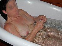 Tatjana nackt in der Badewanne und nackt auf dem Bett