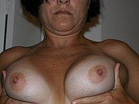 Cornelia (47) fotografiert sich selbst privat nackt