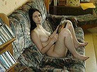 Scharfe Hausfrau privat nackt