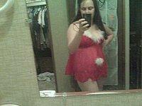 Reife Hausfrau fotografiert sich selbst nackt