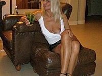 Reife sexy Blondine mit langen Beinen und geilen Titten