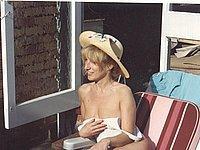 Reife Frau privat nackt im Urlaub