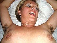 Blondes Luder nackt und beim Poppen mit dem Freund