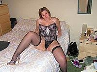 Hausfrau mit pfundigen Kurven